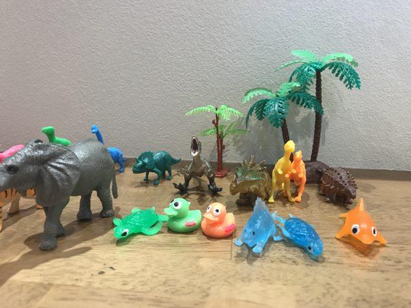 動物、恐竜のフィギュアの拡大した画像