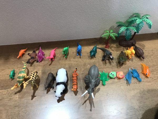 動物、恐竜のフィギュアの画像