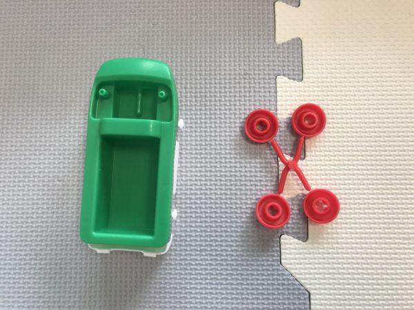 アクアプレイの車の組み立て写真