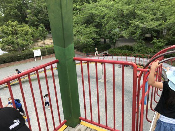 上尾丸山公園の滑り台の頂上の写真
