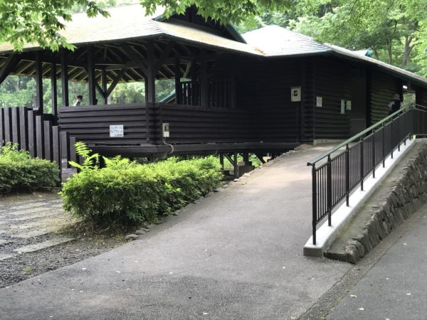 上尾丸山公園内休憩所の写真