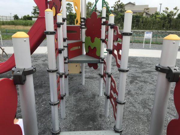 小仙波八反田公園複合遊具の中の写真