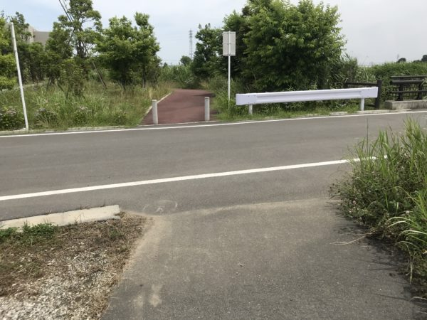 小仙波八反田公園の脇道の写真