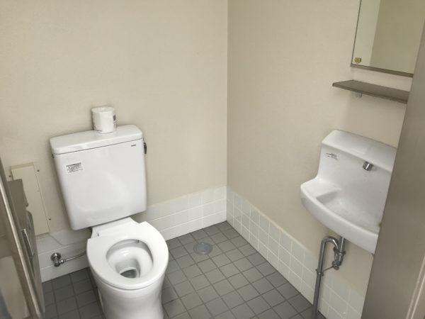 小仙波八反田公園車トイレ写真