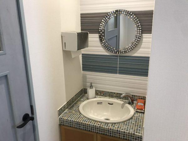 レストランコンフェッテイのトイレ洗面台の写真