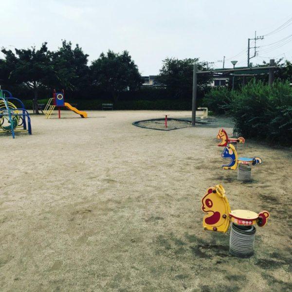 古茂塚北公園の砂場と遊具の写真