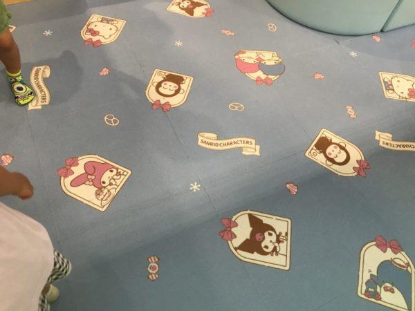 キッズルームあそびれっじの絨毯の写真