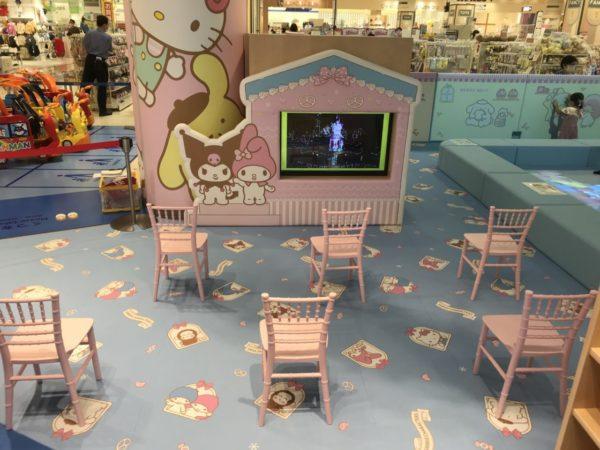 キッズルームあそびれっじのテレビ鑑賞スペースの写真