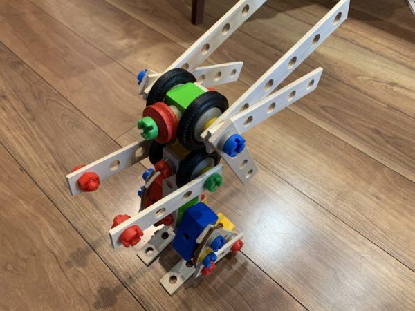 アイヒホーントラックセットで作ったロボットの写真